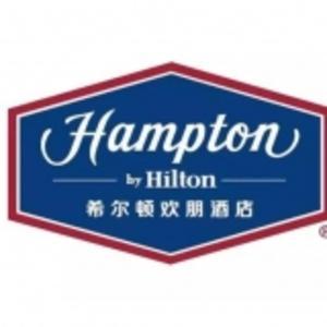 希爾頓歡朋酒店 logo